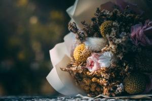 Jak wybrać kwiaty na pogrzeb?