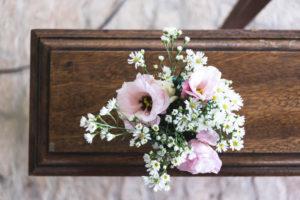 Jak wybrać odpowiednie kwiaty na pogrzeb?